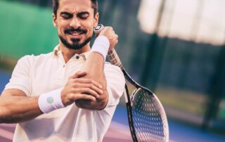soulagement de tennis elbow par un chiropraticien